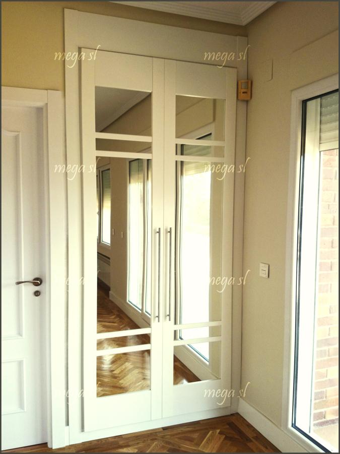 Foto armario a medida de puertas abatibles lacado en - Puertas abatibles armario empotrado ...