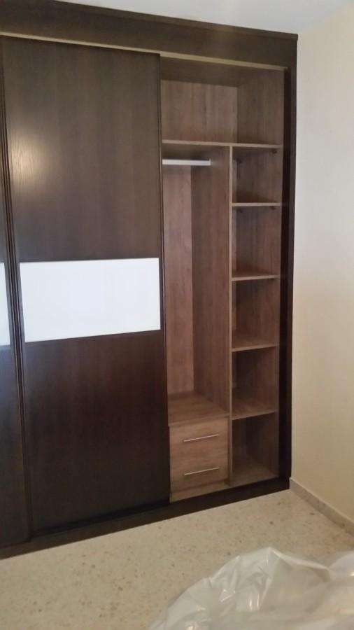 Armario a medida en madera con puertas correderas modelo 7 for Puertas madera a medida