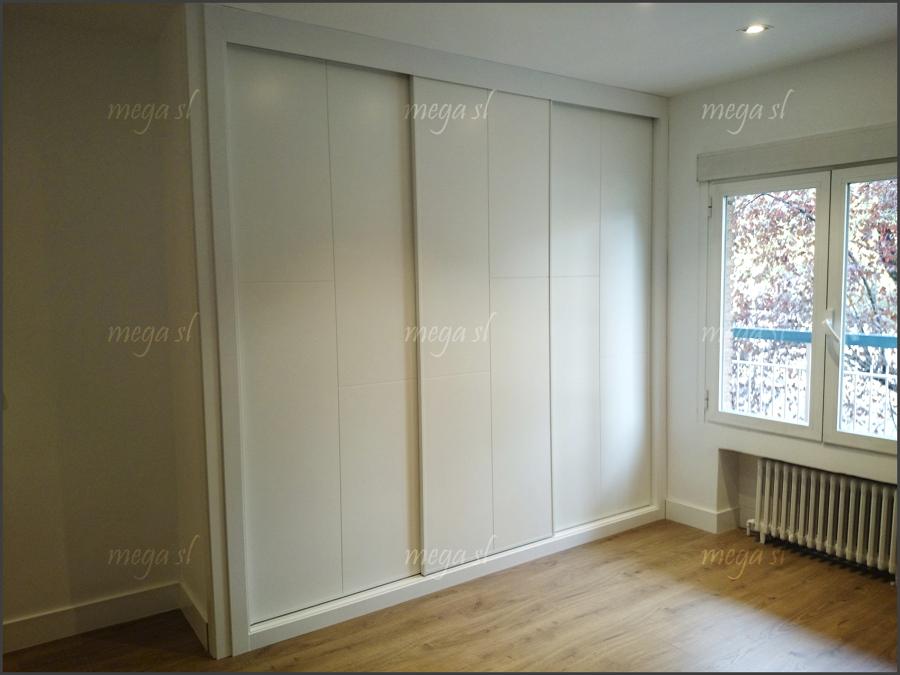 Foto armario a medida lacado en blanco fresado de - Medida de puertas ...