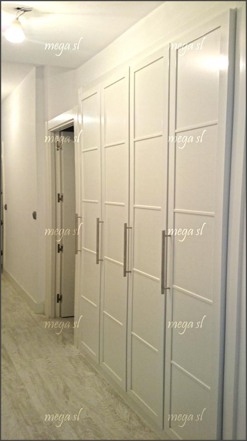 Armario en pasillo de puertas abatibles en melamina - Armario pasillo ...