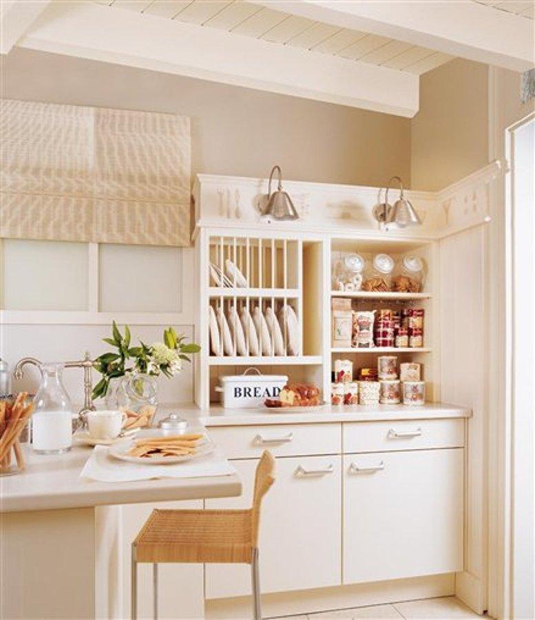 C mo organizar platos y vasos en los armarios de la cocina for Armarios para cocina