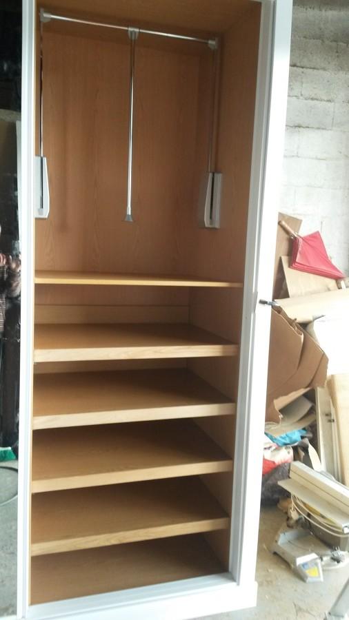 Trabajos de madera en a coru a ideas carpinteros for Barra extensible armario
