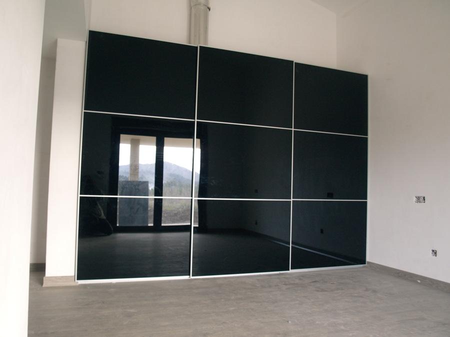 Foto armario con puertas en cristal negro de moblecor - Armarios de cristal ...