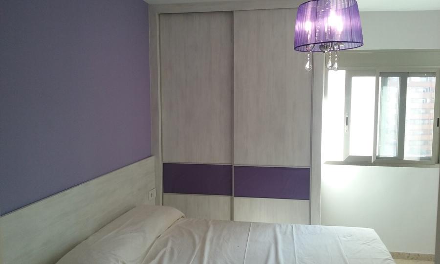 Armario con puertas correderas faja de cristal lacobel for Puertas correderas valencia