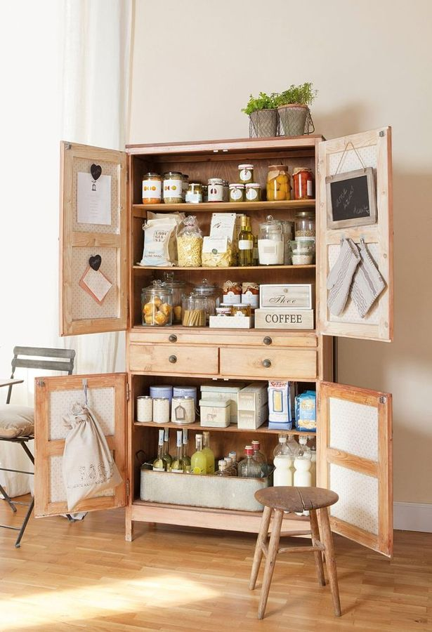 Foto armario despensa alimentos de marta 1024778 for Muebles de cocina despensa