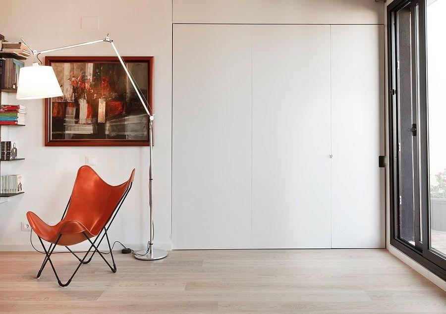Armario empotrado con puertas correderas en el salón