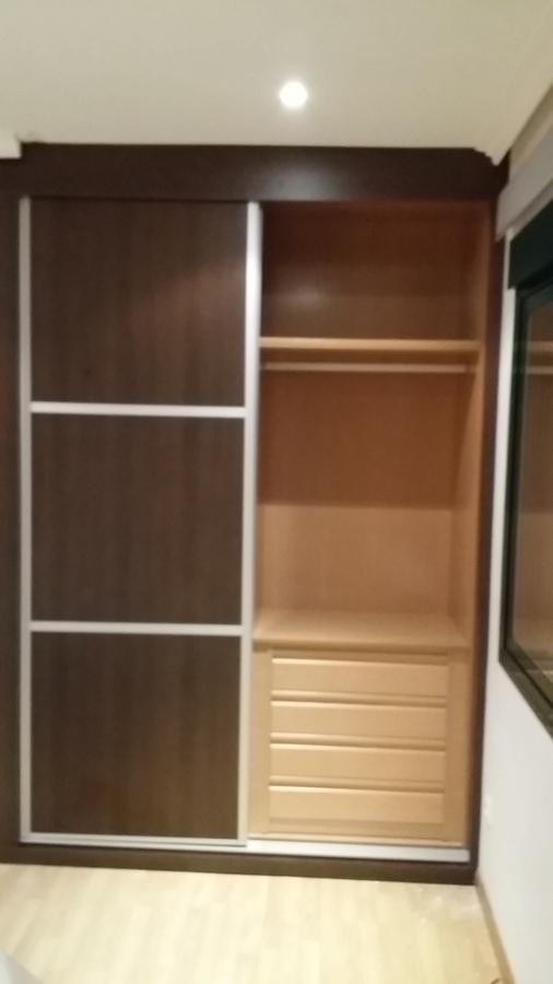 Armario empotrado interior de roble y puertas wengue for Puertas de roble interior
