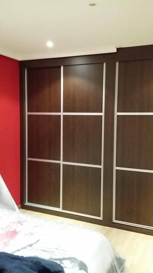 Armario empotrado interior de roble y puertas wengue - Armarios empotrados de aluminio ...