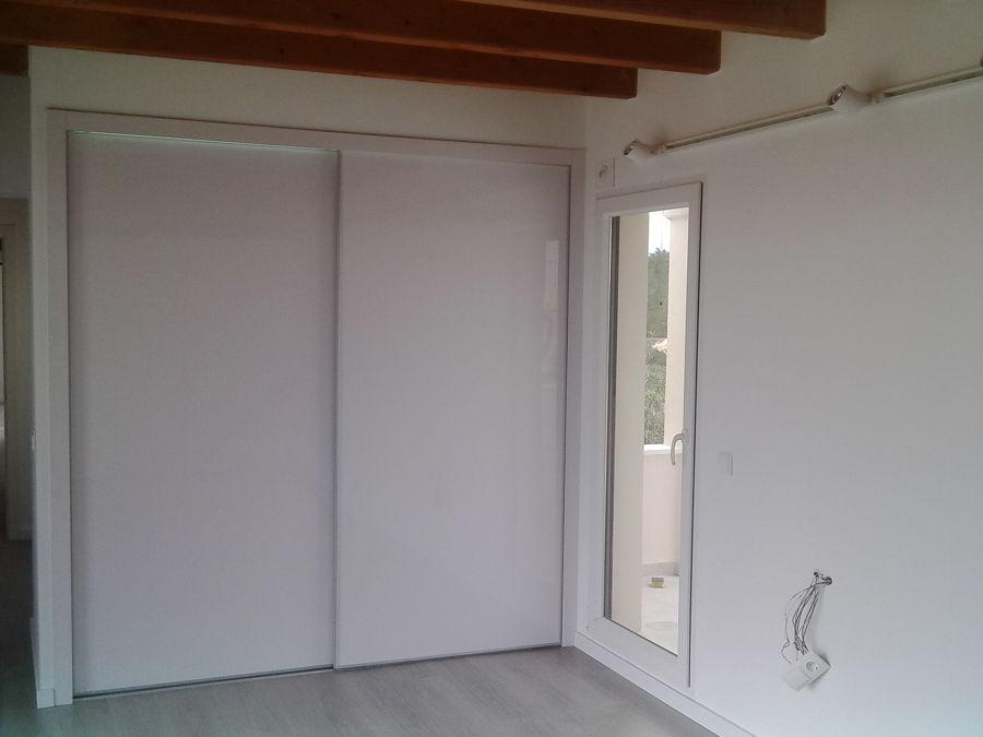 Reforma de 3 suites en formentera ideas arquitectos - Estructura armario empotrado ...