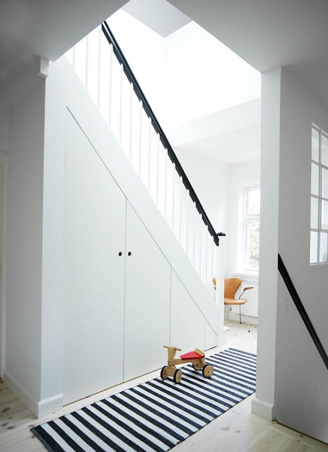 Foto armario hueco escalera de miv interiores 902652 for Armario debajo escalera