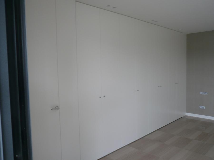 Armarios empotrados lacados en blanco good armario con - Armario blanco lacado ...