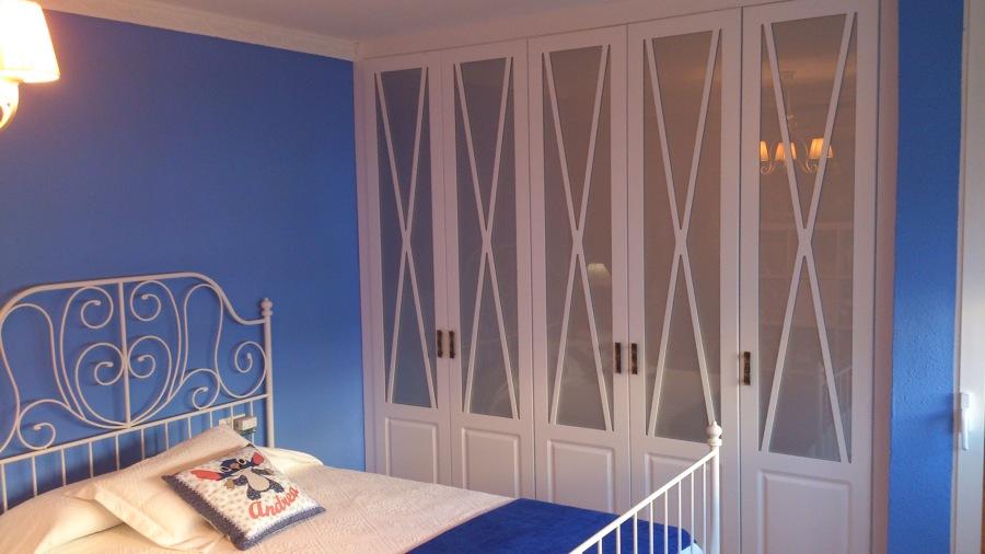 Armario modelo aspa lacado en blanco ideas carpinteros - Armario blanco lacado ...