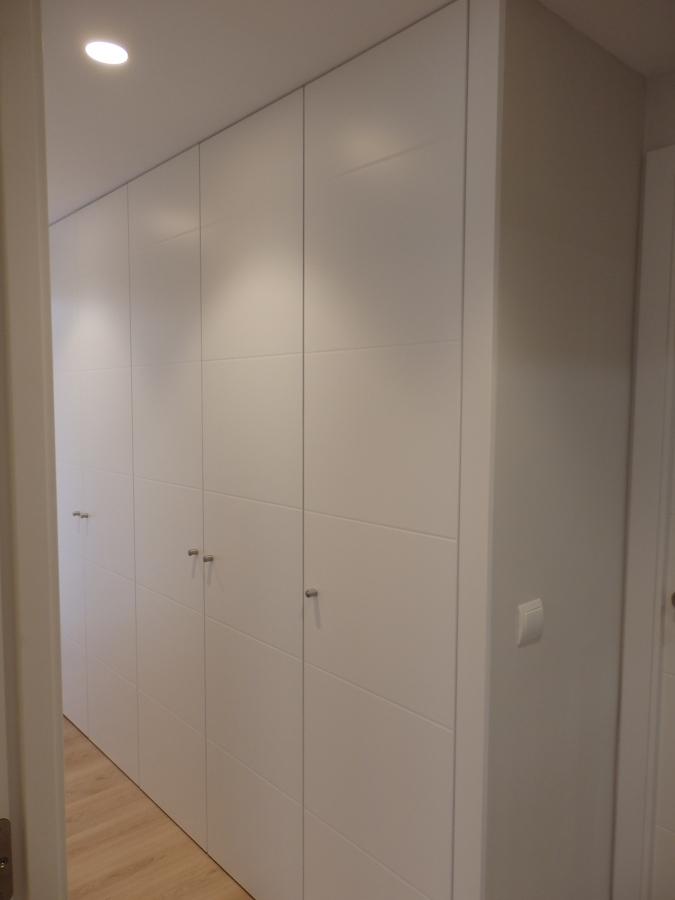 Foto armario pasillo de r mcarq 1018427 habitissimo - Armarios para pasillos ...