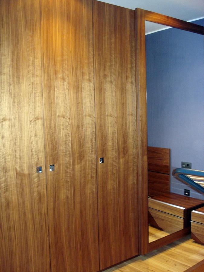 Armario puertas bisagras y corredera