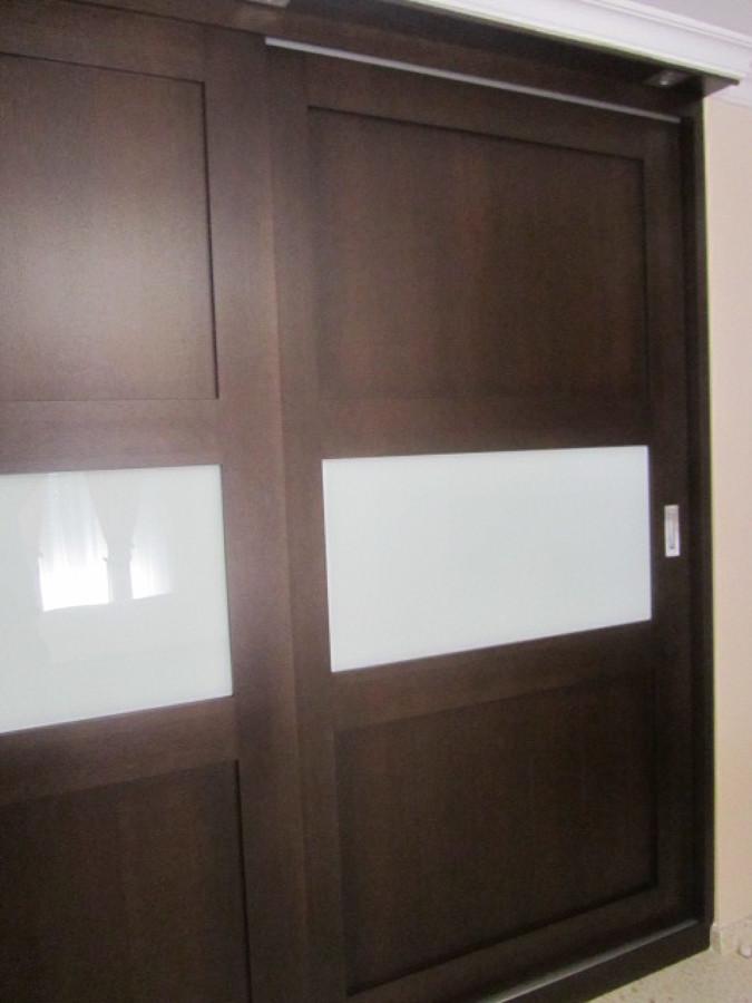 Armario a medida con puertas correderas modelo 9 ideas for Puerta corredera castorama armario a medida