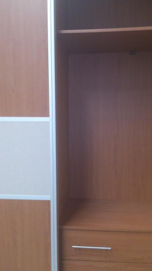 Puertas correderas en madera armarios con puerta for Puerta corredera interior madera