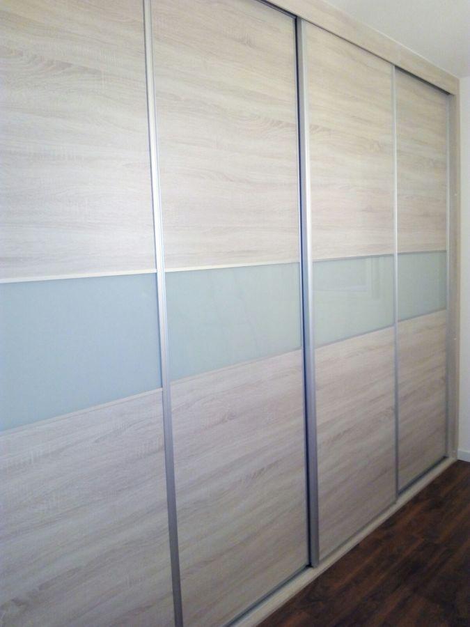 armario roble y vidrio glasse