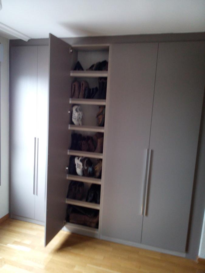 Armario a medida con columna ideas armarios - Medidas de un armario ...