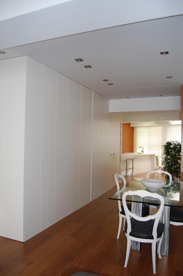 Reforma integral de vivienda unifamiliar de dos plantas for Armario salon