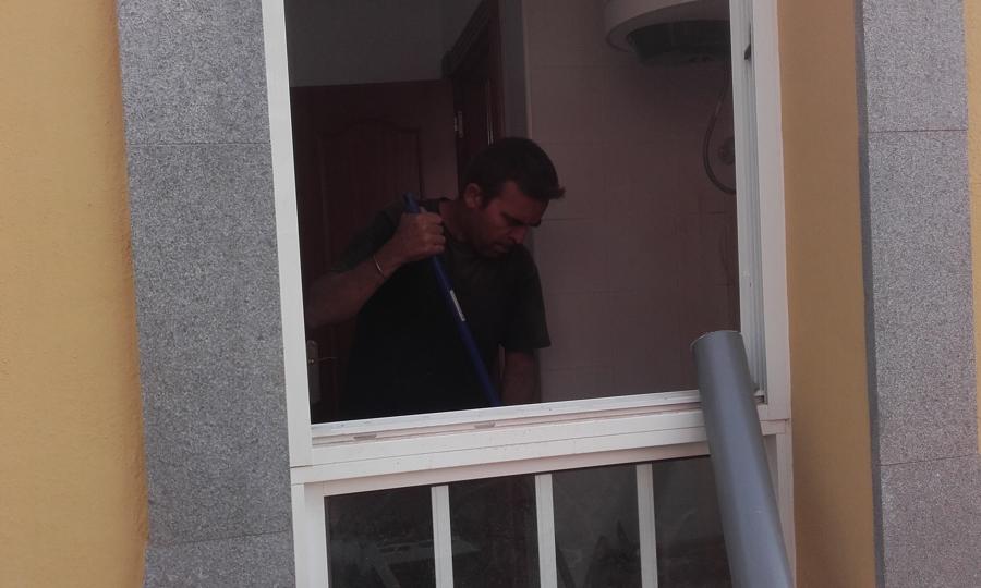 Arreglando solana instalación para una lavadora y piedra de lavar a petición de nuestro cliente
