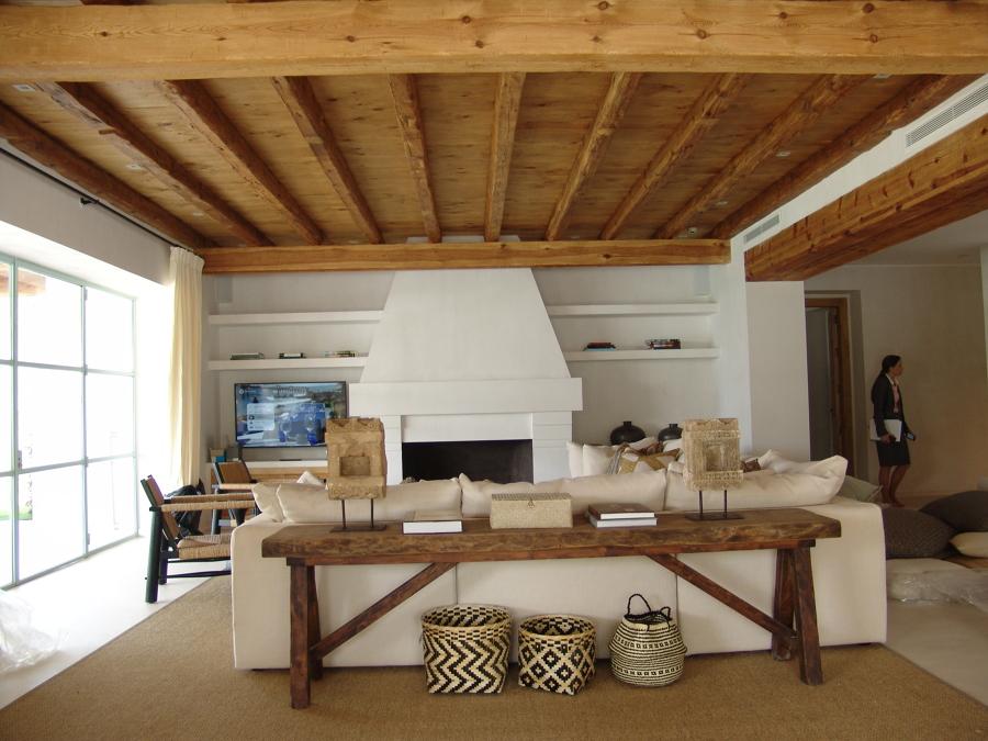 Artesonado y muebles de madera