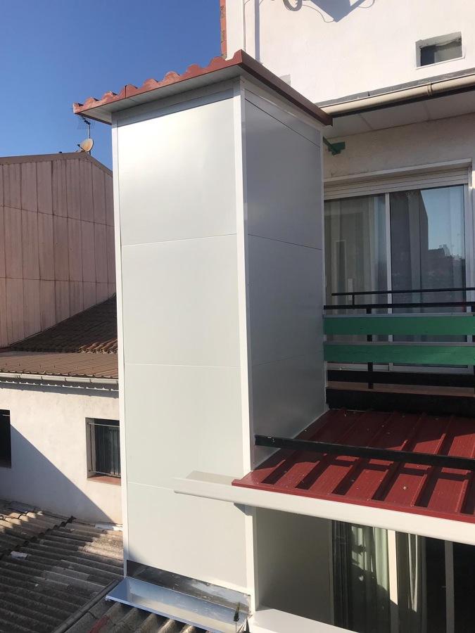 ASCENSOR UNIFAMILIAR 3 PARADAS EXTERIOR EN CERDANYOLA DEL VALLÉS