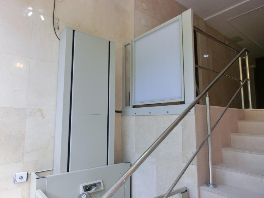 Ascensor vertical, accesibilidad portal.