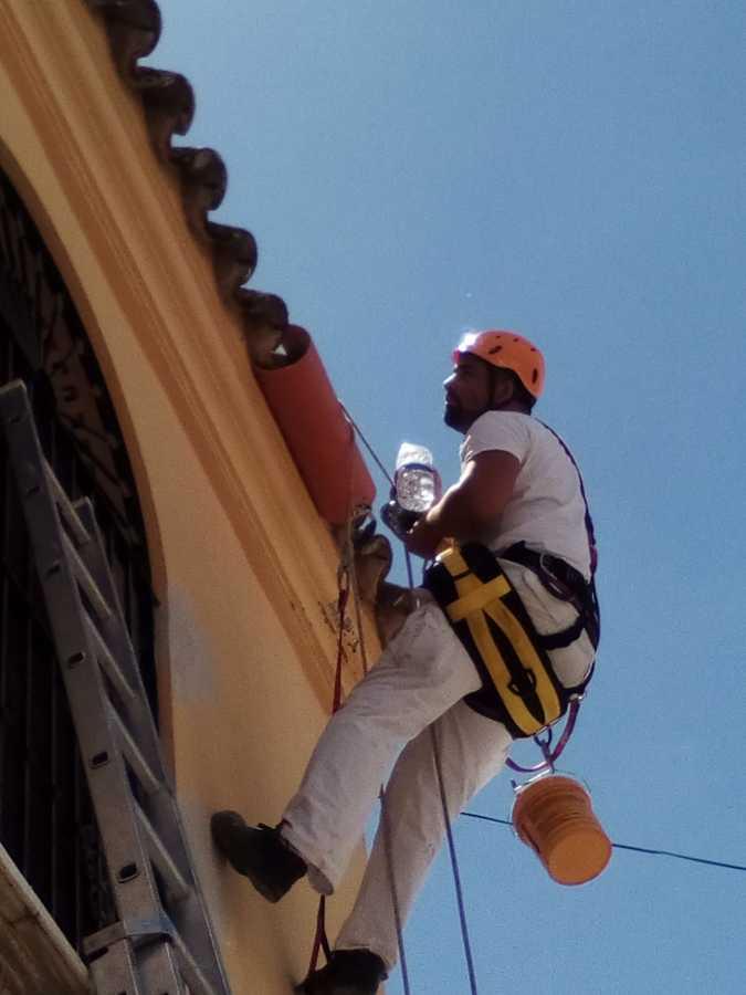 asegurando el buelo de tejas con cubretejas de p`vc