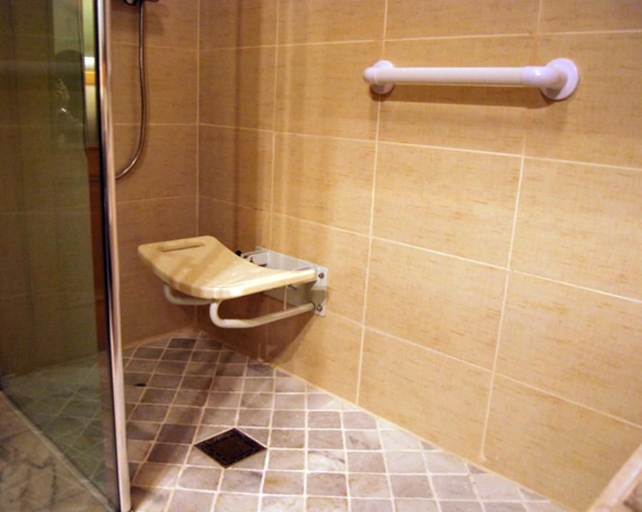 C mo instalar un asiento plegable en la ducha ideas - Duchas con asiento ...