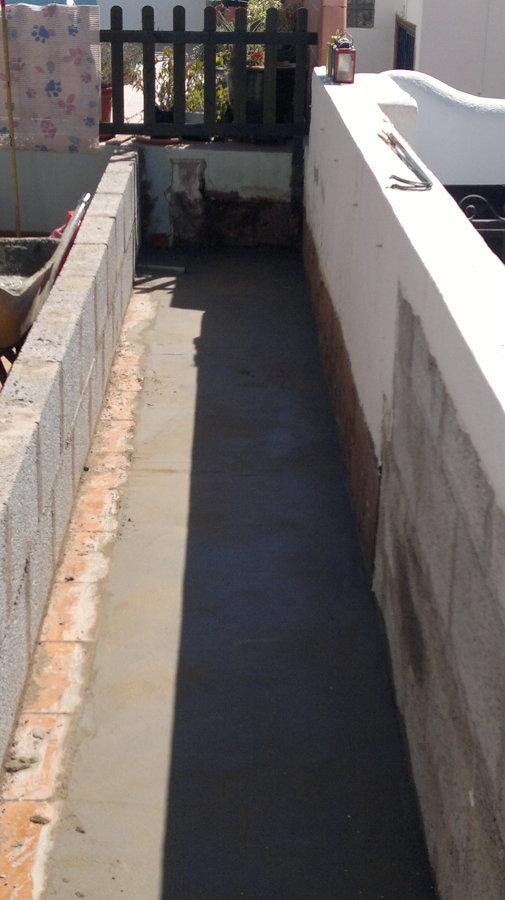 atezado del fondo con pendientes hacia desagües