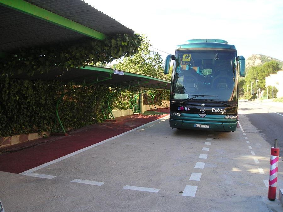 Autobús iniciando la maniobra de salida