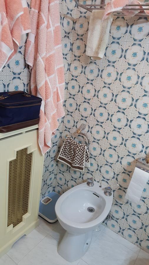Azulejos y radiador antiguo