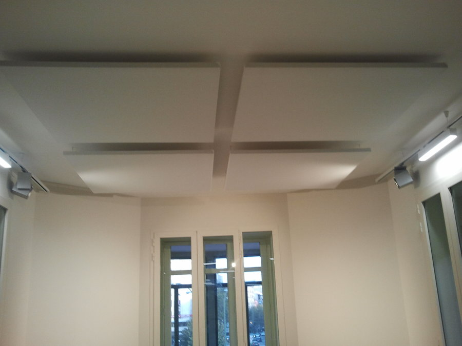 Bafles de absorción en techos