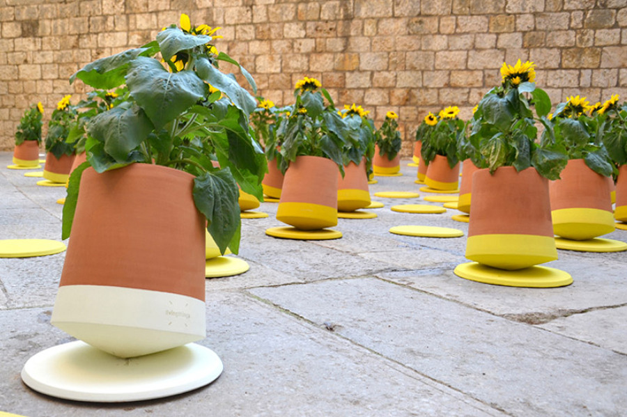 bag-disseny-livingthings-rolling-flower-pots-designboom-061