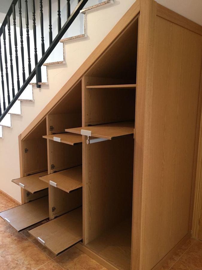 Aprovechar hueco de escalera ideas muebles for Muebles bajo escalera fotos