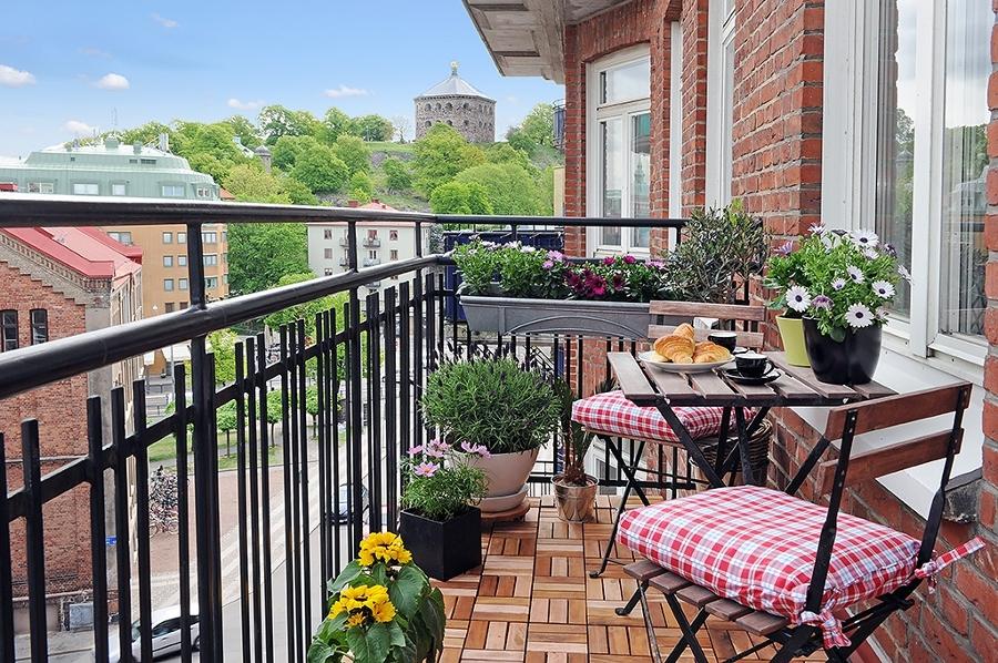 Adapta tu casa para que los invitados se sientan c modos ideas decoradores - Dekzeil terras balkon ...