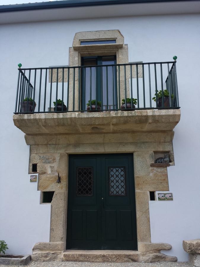 Balcón en fachada principal