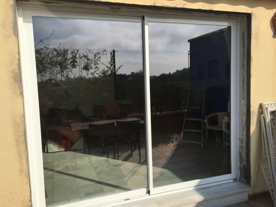 Balcónera con cierre y vidrio de seguridad