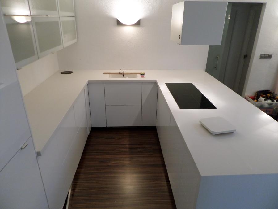 bancada cocina en quarzo blanco