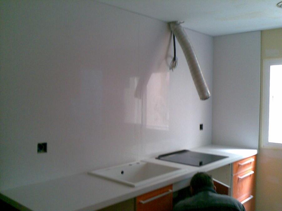 Bancada de cocina y aplacado en quarzo compac blanco - Bancadas de cocina ...