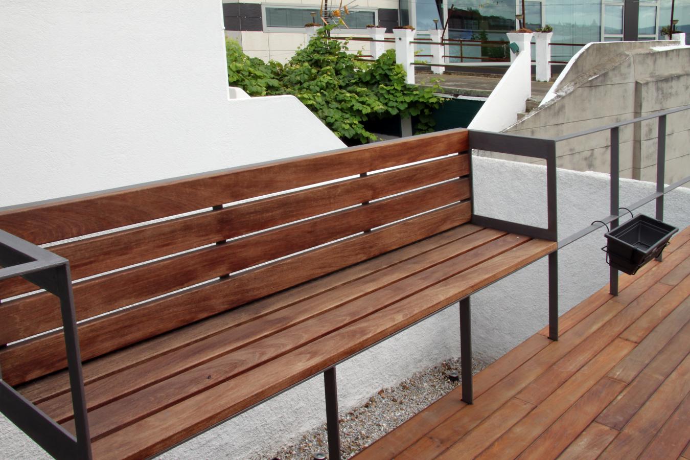 Foto banco barandilla terraza de dedaloarquitectos for Bancos para terrazas pequenas