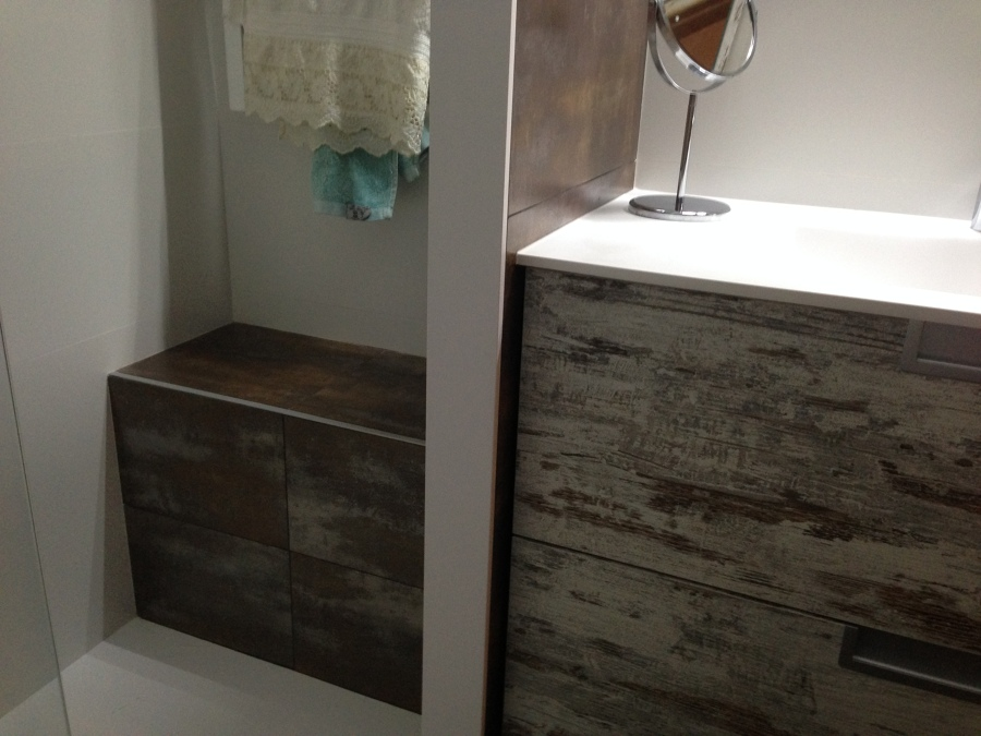 Foto banco de obra en la ducha de shaco mocuba 952293 - Fotos de duchas de obra ...