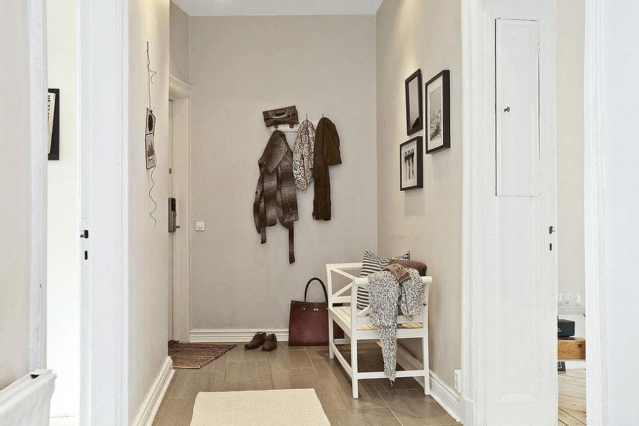 Foto banco en el recibidor de elenatorrente d az 971682 habitissimo - Como decorar un recibidor moderno ...