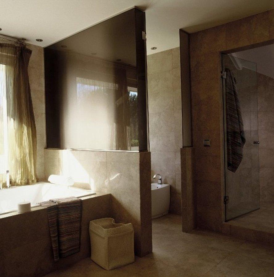 bañera hidromasaje y wc marca disegno cerámica e Hidrobox.