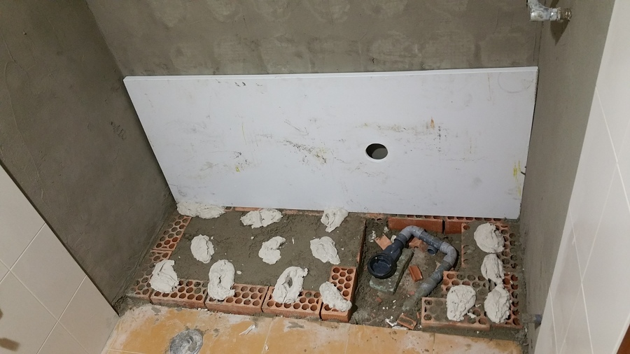 2 Base de ladrillos con mortero de cemento y colocacion de plato