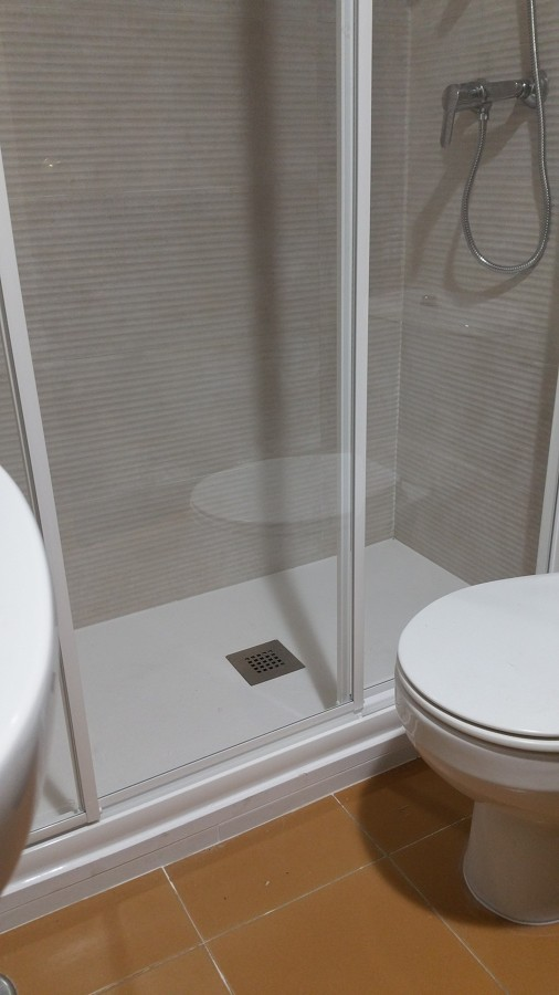 6 Instalacion de mampara de ducha con hojas correderas y cristal
