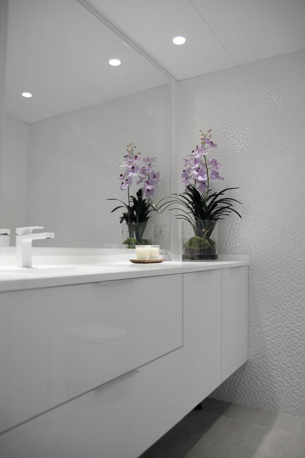 Baño 1 con mueble integrado a medida