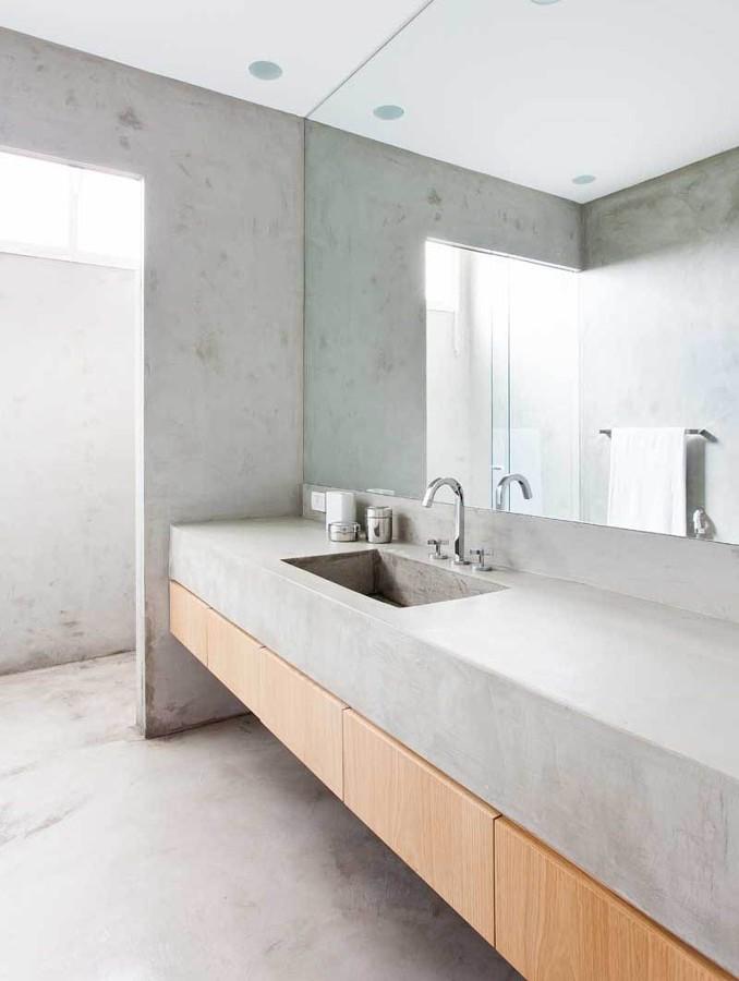 baño con paredes de hormigón