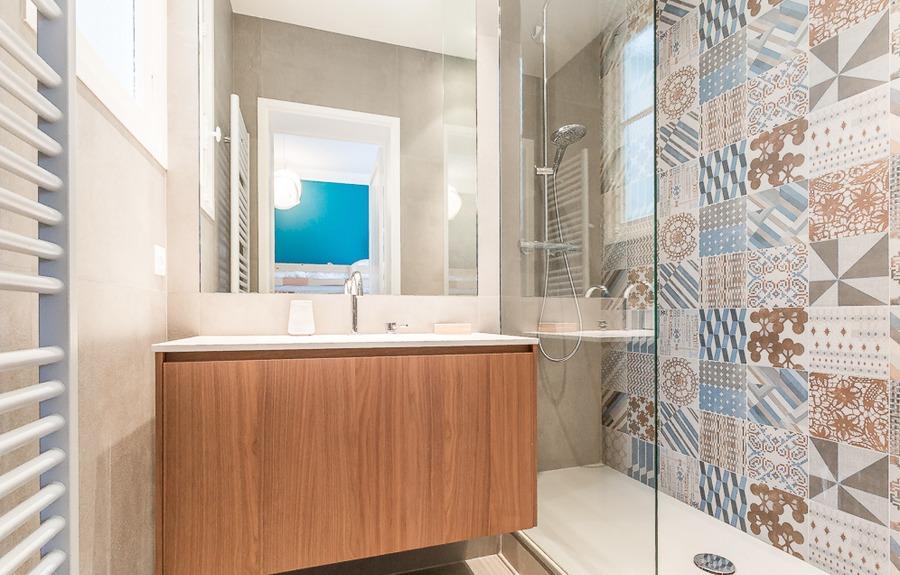 C mo reformar el ba o sin quitar los azulejos ideas for Como limpiar las baldosas del bano