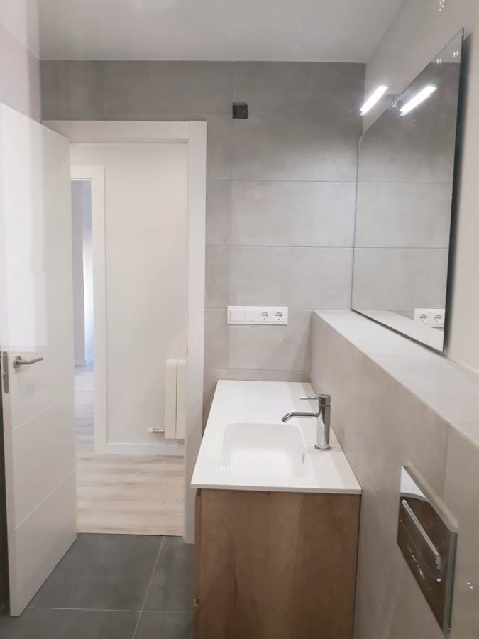 foto baño pasaje porta.jpg